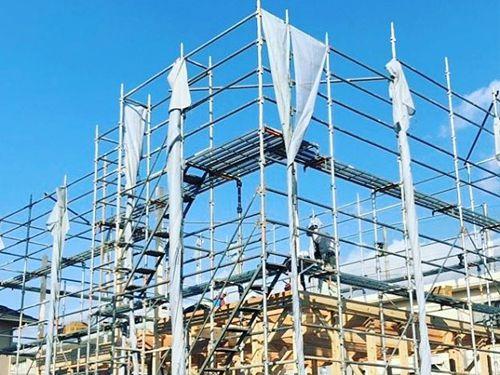 家づくりの流れ『棟梁を中心に大工さんが集まり、家の骨組みを組んでいきます。』